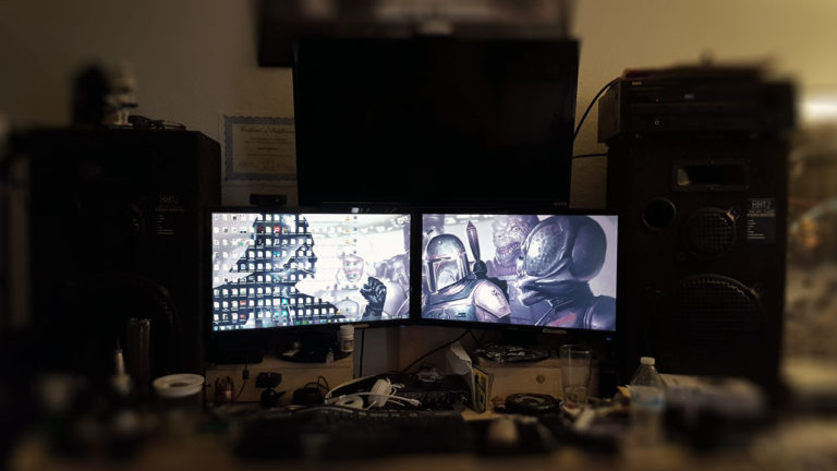 messy-office-desk